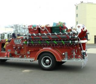 SPFF Members Help Santa Distribute Presents to Children In Need