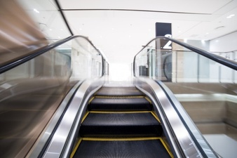 escalator-view_1088-315